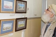 Посетитель выставки картин Любовь Геннадьевна Писорогло — копия