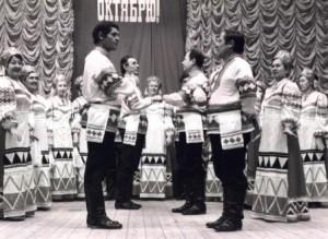 Уралушка на сцене в ДК Оханска (1)