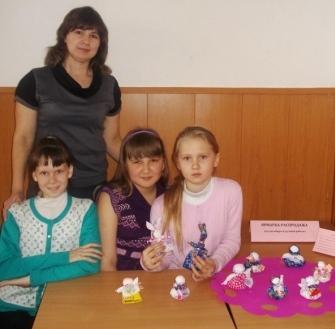 Ольга Вениаминовна со своими воспитанницами