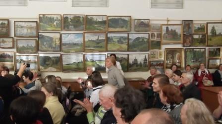 В центре - Татьяна Павловна, ближе - внучка Виталия ивановича и он сам