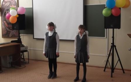 Диана и Юля читают стихи о художнике